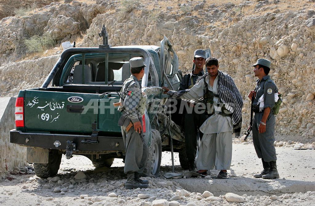 アフガニスタン各地で戦闘、タリバン兵約70人が死亡