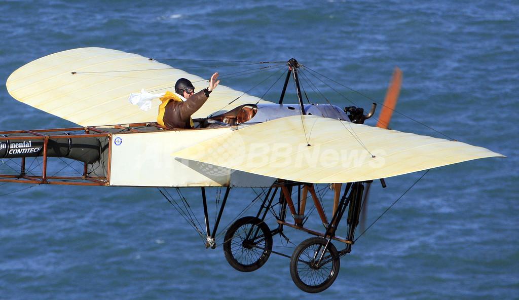「ブレリオ11」復元機がドーバー海峡を横断、初の海峡横断飛行100周年を記念