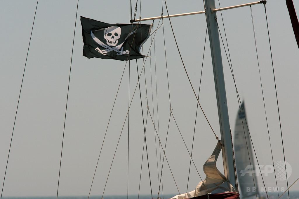海賊コスプレの男性、強盗と間違った住民が襲撃 米フロリダ州