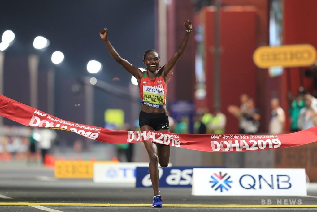 「暑すぎた」 棄権続出の女子マラソン、チェプンゲティッチが世陸初V