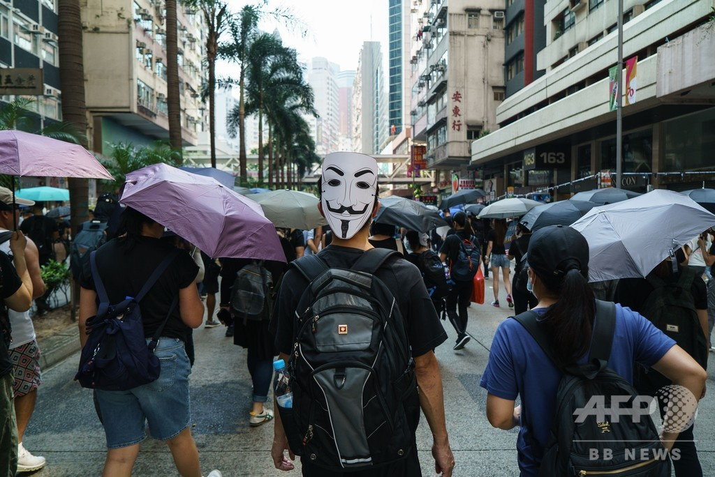 香港デモに「ガイ・フォークス」の仮面 新たなシンボルに