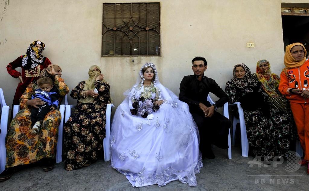 ラッカで解放後初の結婚式、喜びあふれる シリア