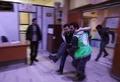シリア首都で反体制派が奇襲攻撃 政府側は空爆などで応酬