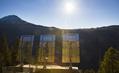 巨大鏡で谷底に日だまりを、ノルウェー山間の町で100年越しの計画実現