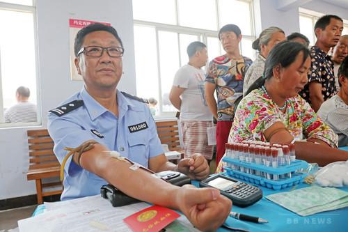 21年間献血を続ける民間警察官、中国河北省