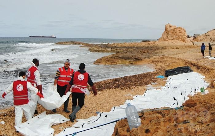 リビア海岸に移民74人の遺体 密航業者が海上に放置か