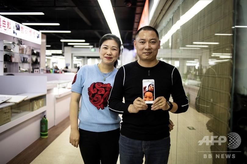 【今日の1枚】中国の出稼ぎ夫婦支えるスマホ