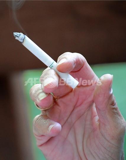 喫煙女性の健康リスク激増、「軽い」タバコが一因か