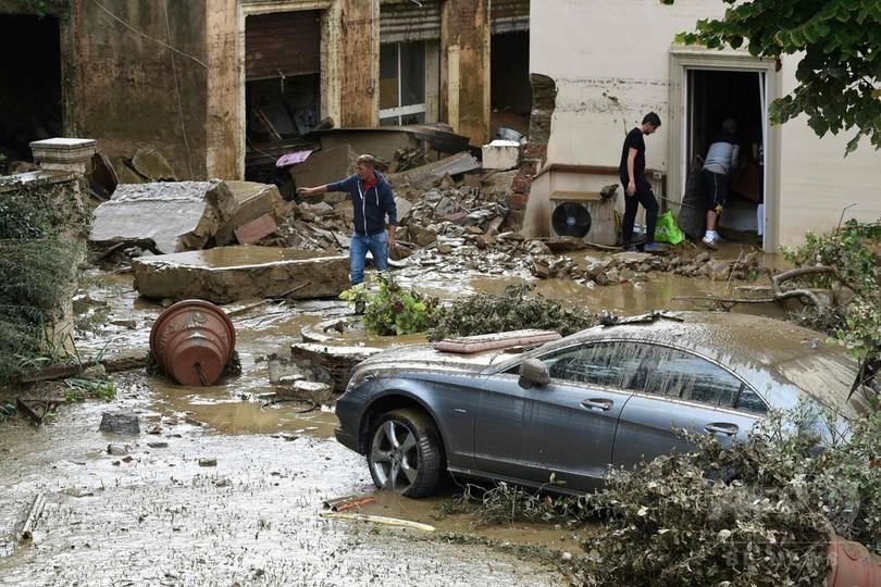 伊中部で豪雨、洪水で6人死亡 3歳女児救った祖父ら犠牲