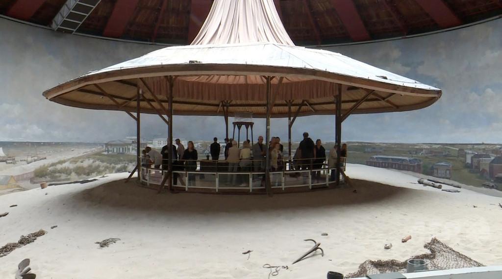 150年前のビーチが目の前に…! 室内に広がる世界最古のパノラマ画 オランダ