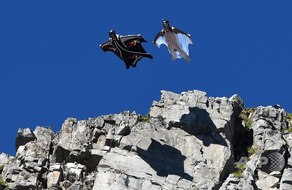 スイスの山でウイングスーツジャンパー事故死 3日間で2人目
