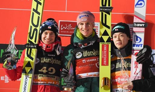 小林陵侑が3位表彰台、総合争いで首位堅持