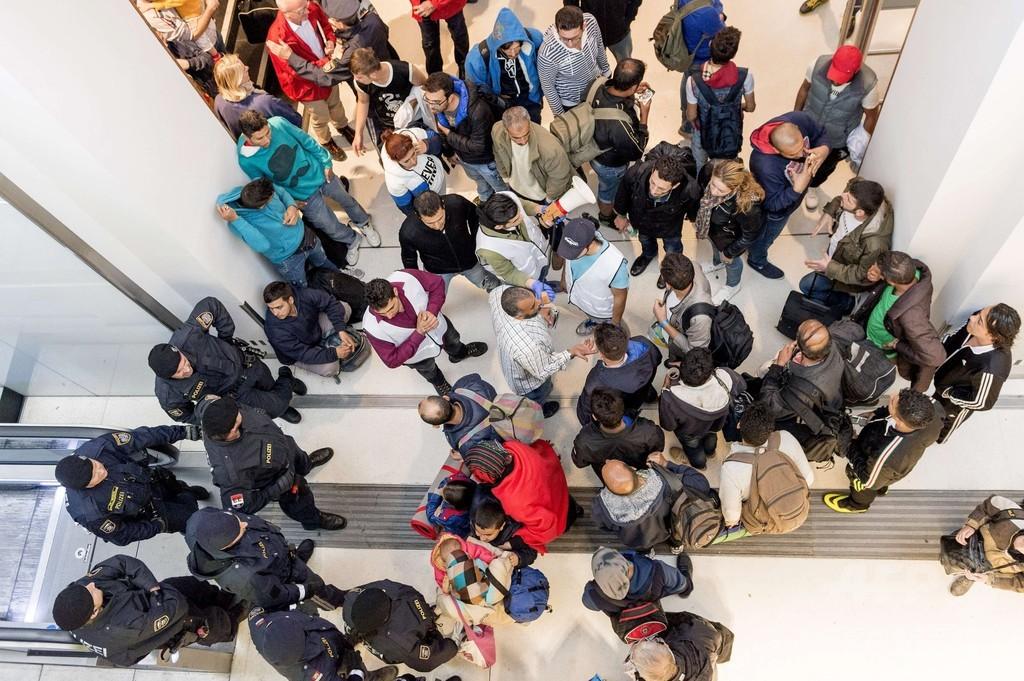 ドイツで難民申請する「シリア人」、3割が国籍偽装か