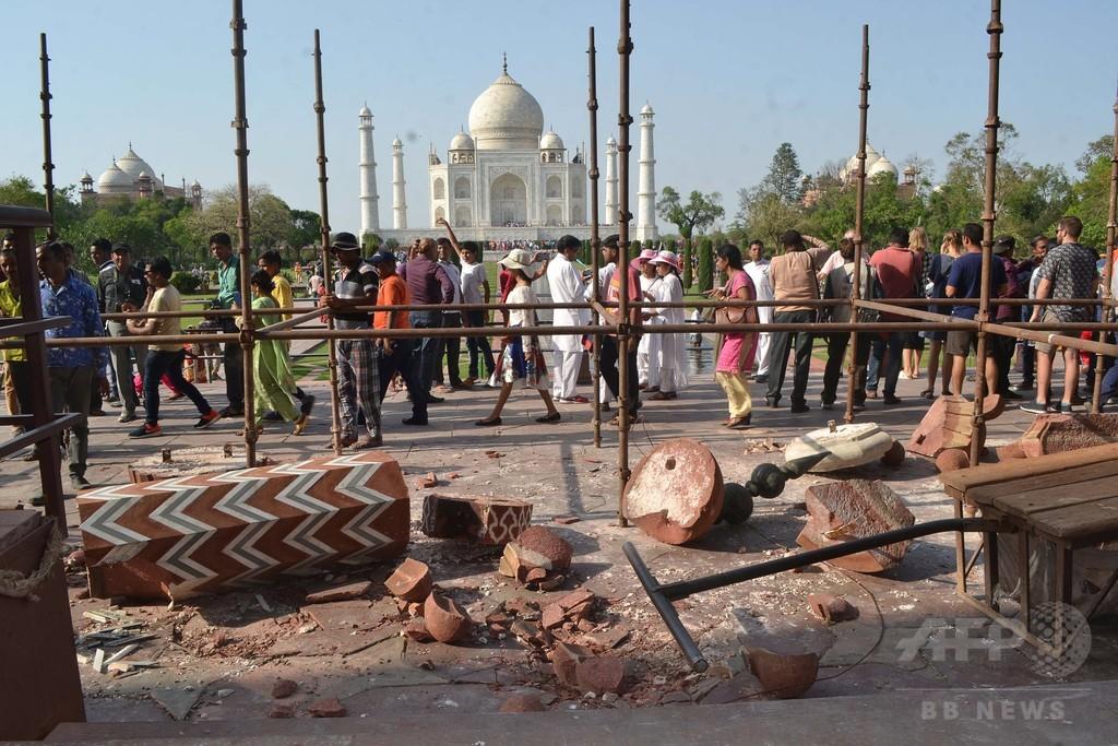 タージマハルの門、暴風で損傷 尖塔2本が倒壊 インド