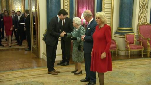 動画:エリザベス女王、NATO首脳会議出席の各国首脳ら迎える