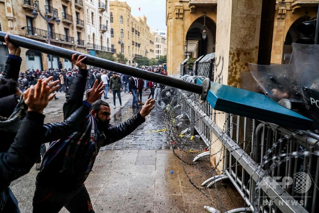 レバノンでデモ隊と治安部隊が衝突、530人負傷