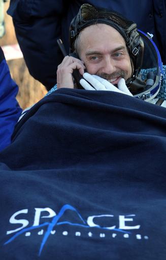 民間人宇宙旅行者乗せた「ソユーズ」、カザフスタンに帰還