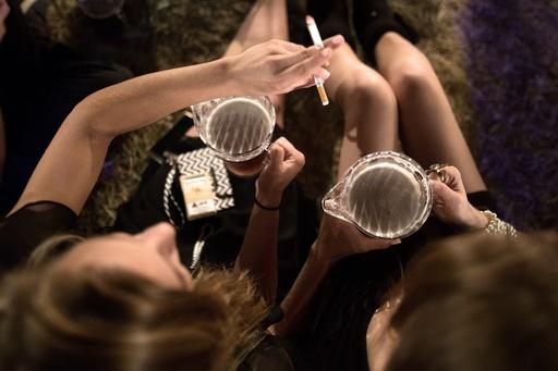 女性の飲酒は「無謀な性行為」招く? クロアチアのポスターが波紋