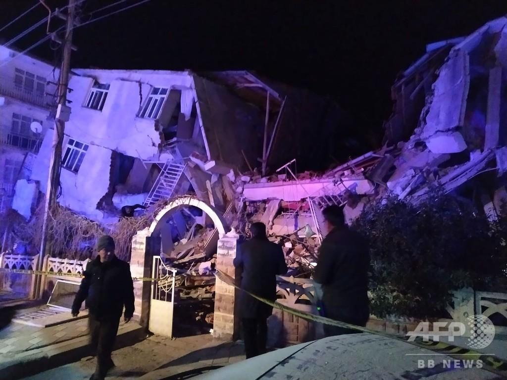トルコ東部でM6.8の地震 14人死亡、建物倒壊