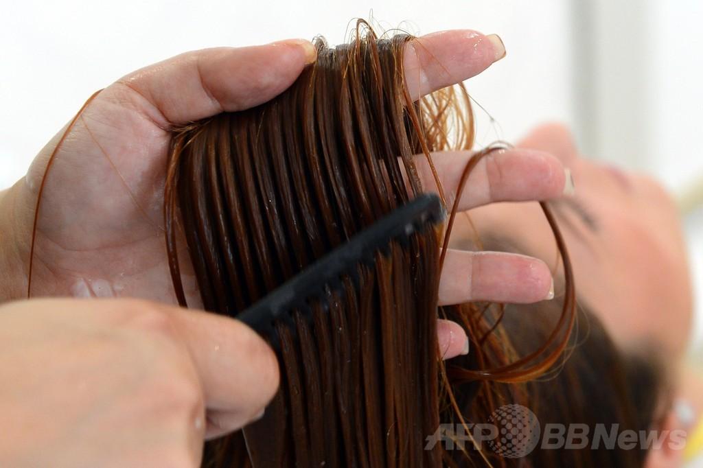 「髪の毛にも巻ける」柔軟性の高い電子チップ、スイスで開発