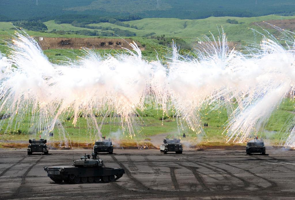 陸上自衛隊、「富士総合火力演習」の予行を実施