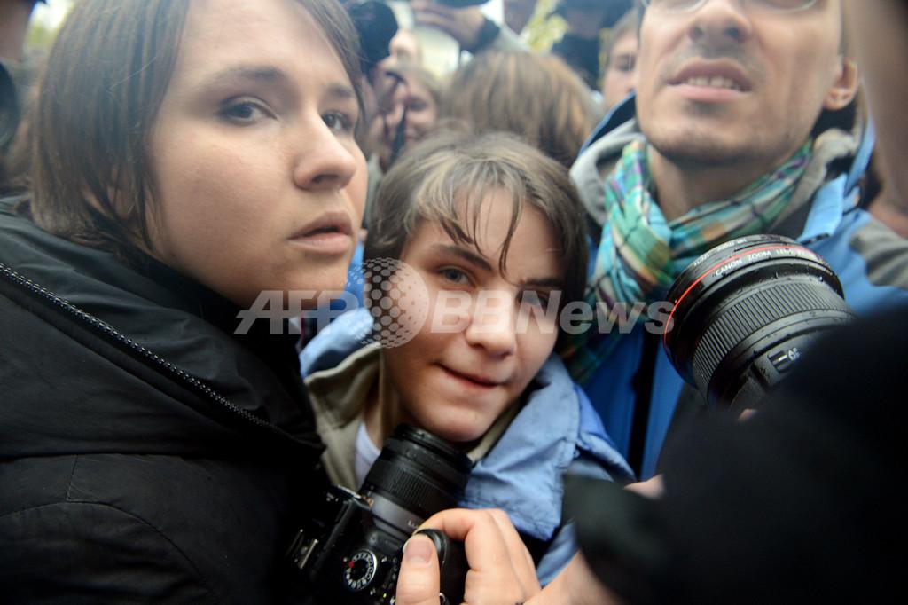 プーチン批判で禁錮刑の「プッシー・ライオット」、1人釈放