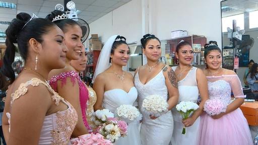 動画:刑務所でファッションショー、母の日祝う ペルー
