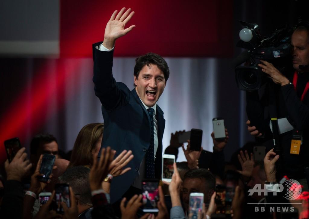 トルドー首相、続投決定も議会過半数失う 他党と協力協議へ