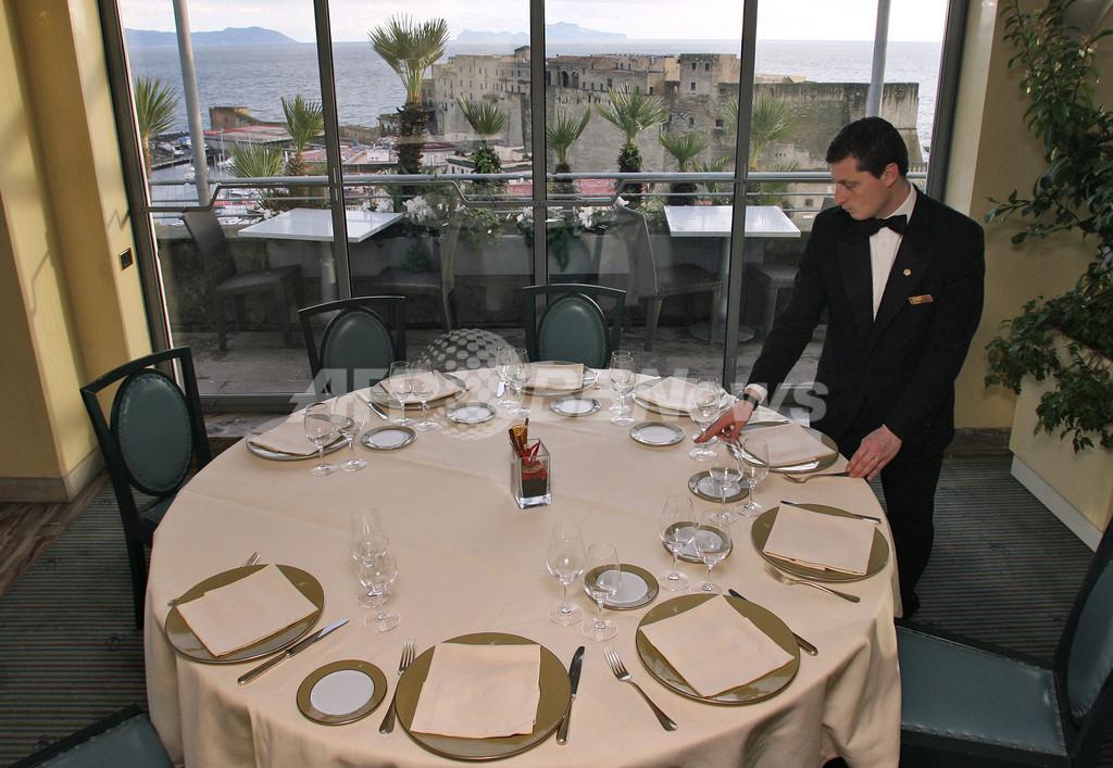 ナポリの有名レストラン閉店へ、未回収ごみ問題で観光客激減