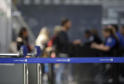 米ユナイテッド機、燃料不足で救難信号 豪当局が警戒態勢敷く