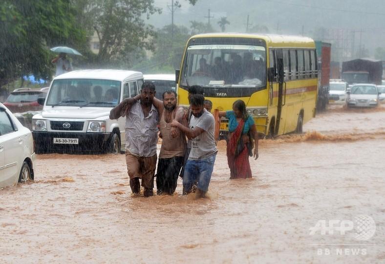 南アジアのモンスーン被害、死者1200人超える 印で1000人超