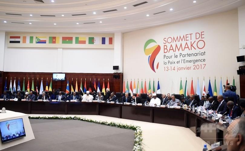 ガンビア危機、現大統領への退任圧力強まる 軍事介入観測も浮上