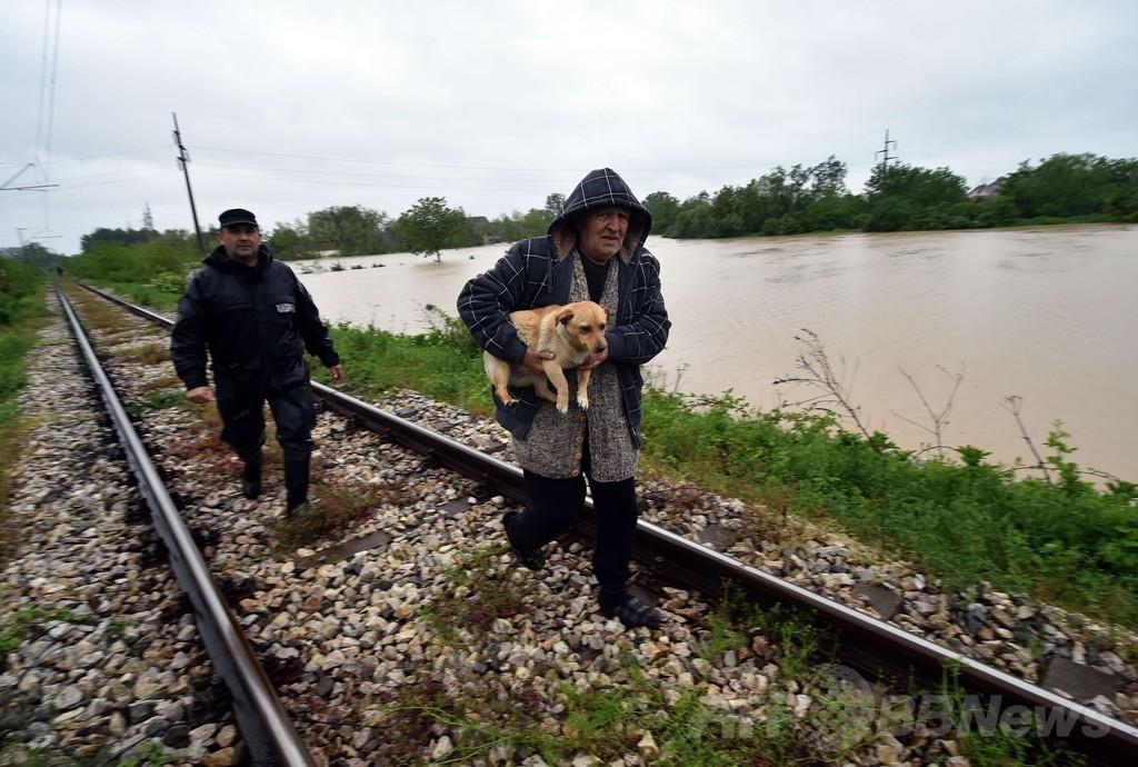 セルビアで洪水、3人死亡「史上最悪の自然災害」