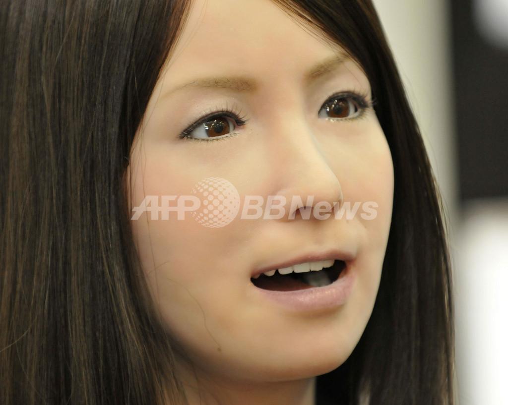 人間そっくりの女性型ロボ、阪大とココロが発表