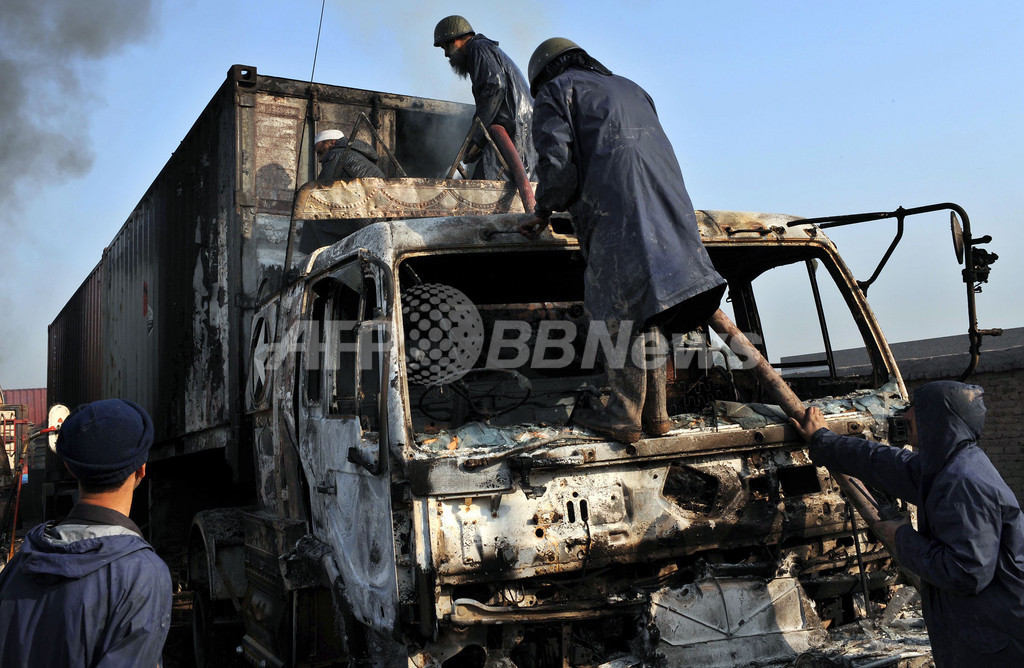 タリバン、NATO軍向け物資輸送トラックを攻撃 パキスタン・ペシャワル