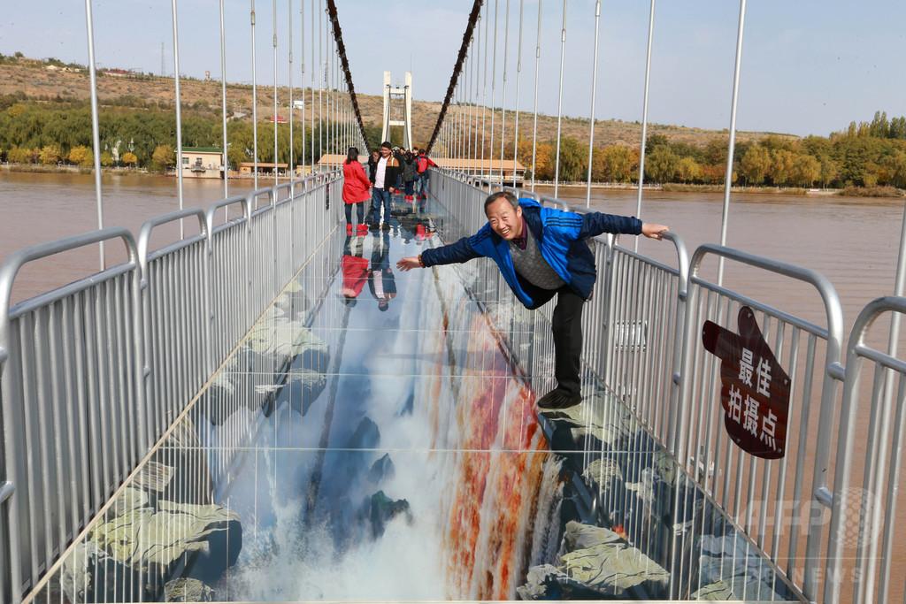 黄河にかかる3Dガラス橋 中国・寧夏に完成