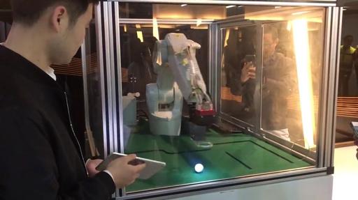 動画:ボール遊びの「達人」ロボット、運動追跡機能を応用 上海の工場