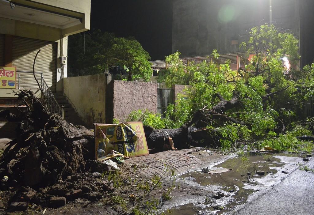 砂嵐で100人以上死亡 インド
