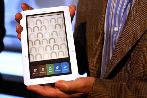 キンドルなどの電子書籍端末、相次いで値下げ iPadに対抗