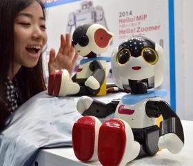 介護・医療用など、サービスロボット集結 東京で展示会