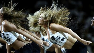 スパーズがチアチーム解散、NBA初の決定でダンサーに衝撃