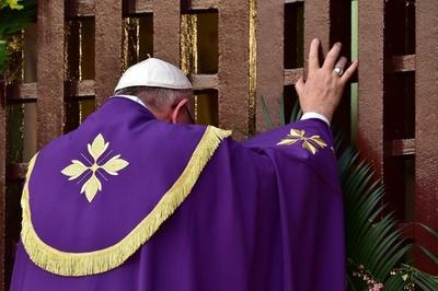 「武器を捨てよ」 ローマ法王、宗教対立続く中央アフリカで訴え
