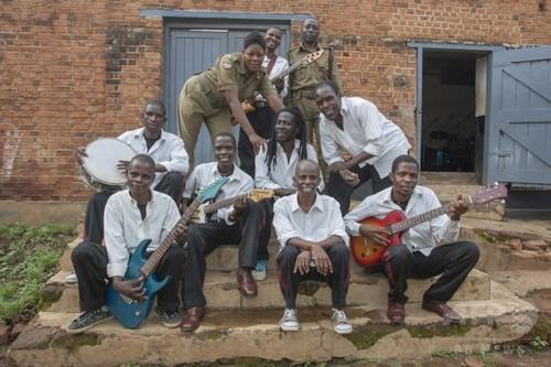 メンバーは受刑者と看守、マラウイ刑務所バンドがグラミー候補に