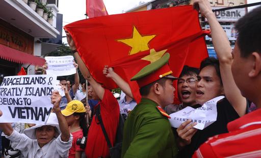 中国とベトナムが「平和的解決」で合意、南シナ海問題