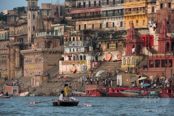 ロシア人女性、ホストファミリーに酸かけられ重傷 インド