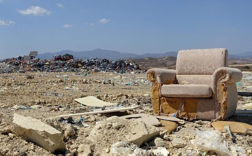 観光客急増で美しい島が…キプロスを悩ませるごみの山
