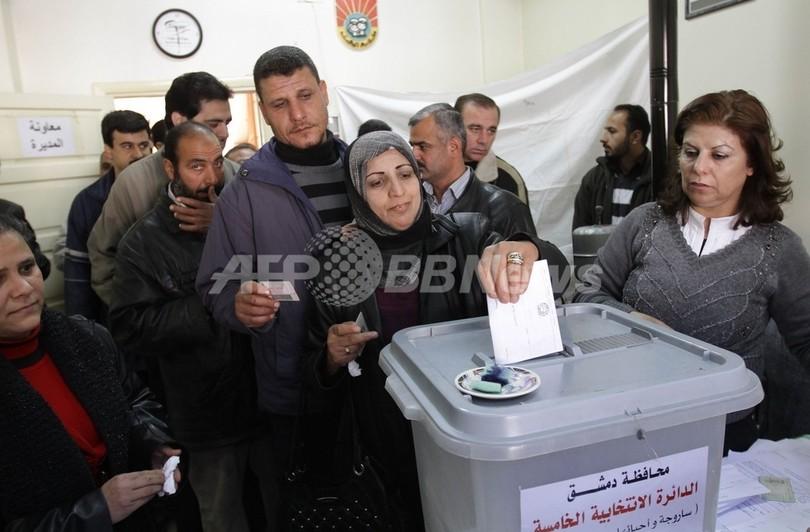 シリア、地方選の投票を強硬 弾圧の死者は5000人に