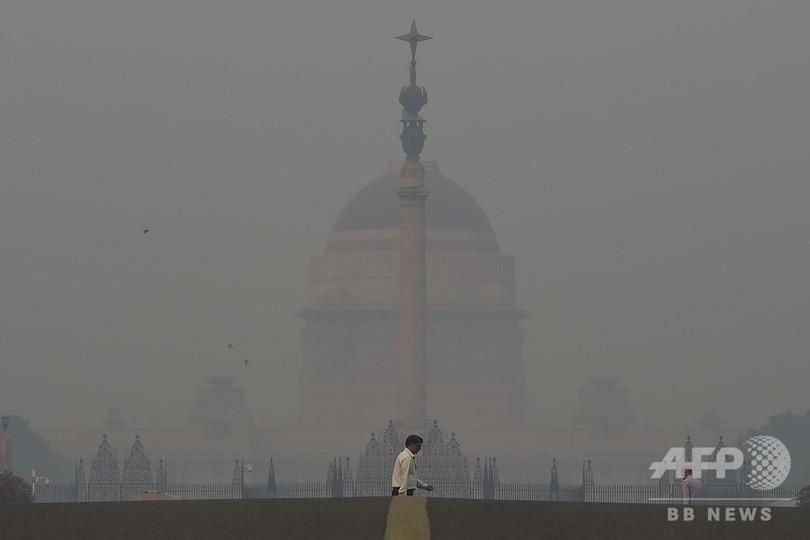 印首都、大気汚染が人体に危険なレベルに 祭りの花火で悪化