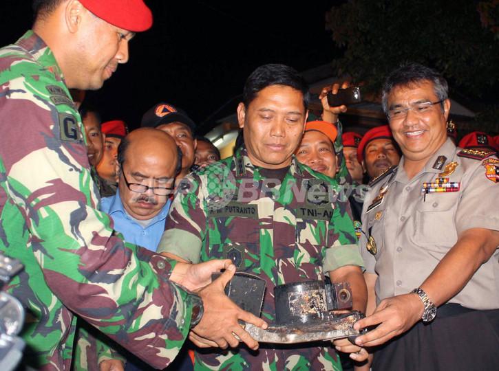 インドネシアで墜落の露スホイ旅客機、ブラックボックスを発見