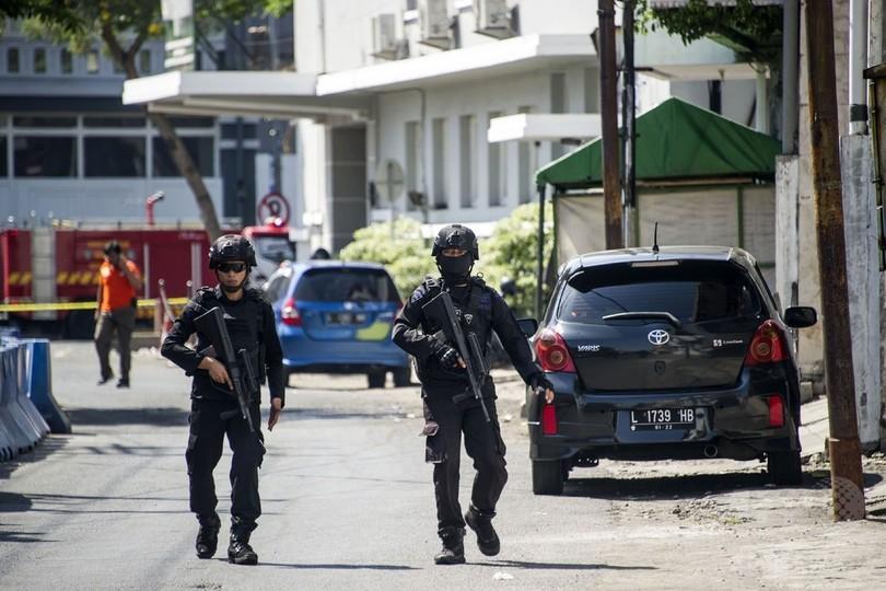 インドネシアで再び一家による自爆攻撃、実行犯4人死亡